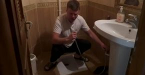 An Irish tourist wants to use an Iranian toilet