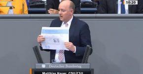 Video : Sudden stroke of German parliamentarian during speech